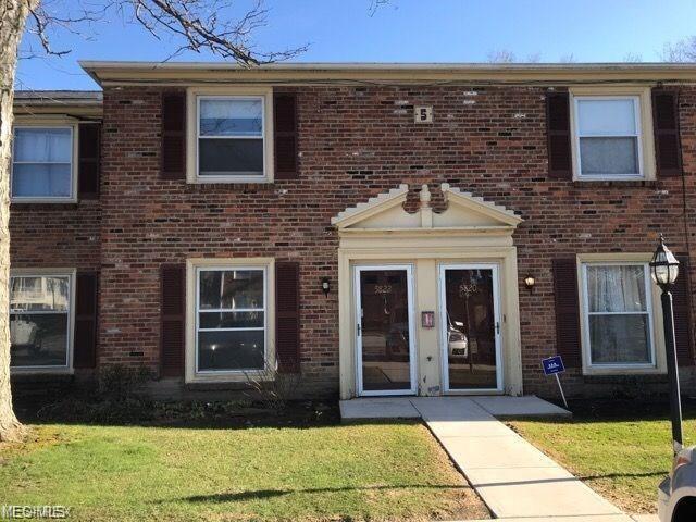 5838 Spotswood Drive #5853, Lyndhurst, OH 44124 (MLS #4108964) :: The Crockett Team, Howard Hanna