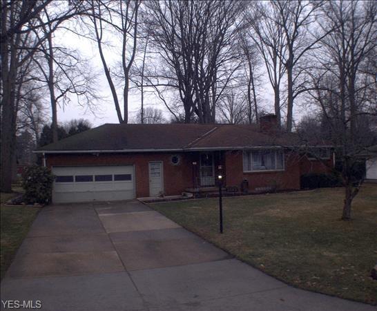 3849 Southwood, Warren, OH 44484 (MLS #4111667) :: The Crockett Team, Howard Hanna