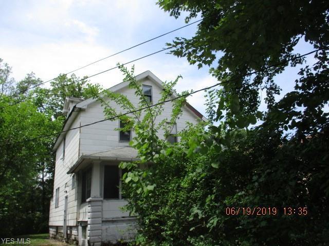 5270 Beech Avenue, Maple Heights, OH 44137 (MLS #4111847) :: The Crockett Team, Howard Hanna
