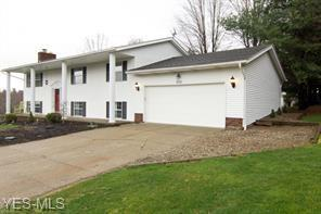 850 Lancelot Lane, Uniontown, OH 44685 (MLS #4113604) :: RE/MAX Edge Realty