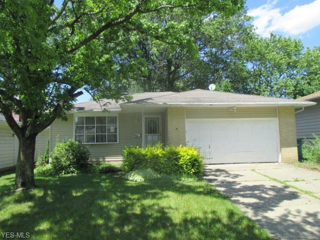 14961 Janice Drive, Maple Heights, OH 44137 (MLS #4116676) :: Keller Williams Chervenic Realty