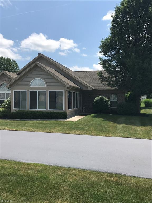902 Willowbrook Drive, Warren, OH 44483 (MLS #4117331) :: RE/MAX Edge Realty