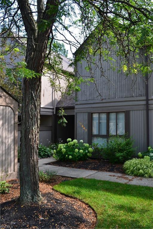 17567 Fairlawn Drive, Chagrin Falls, OH 44023 (MLS #4118935) :: The Crockett Team, Howard Hanna