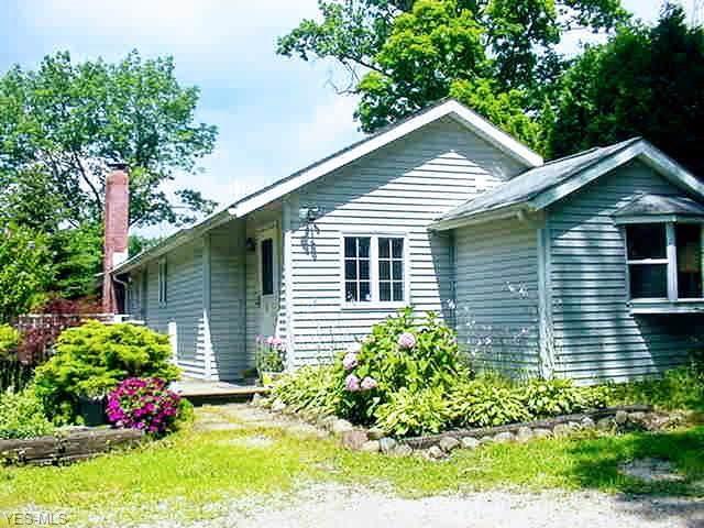 15494 Lakeshore Drive, Burton, OH 44021 (MLS #4119450) :: RE/MAX Valley Real Estate