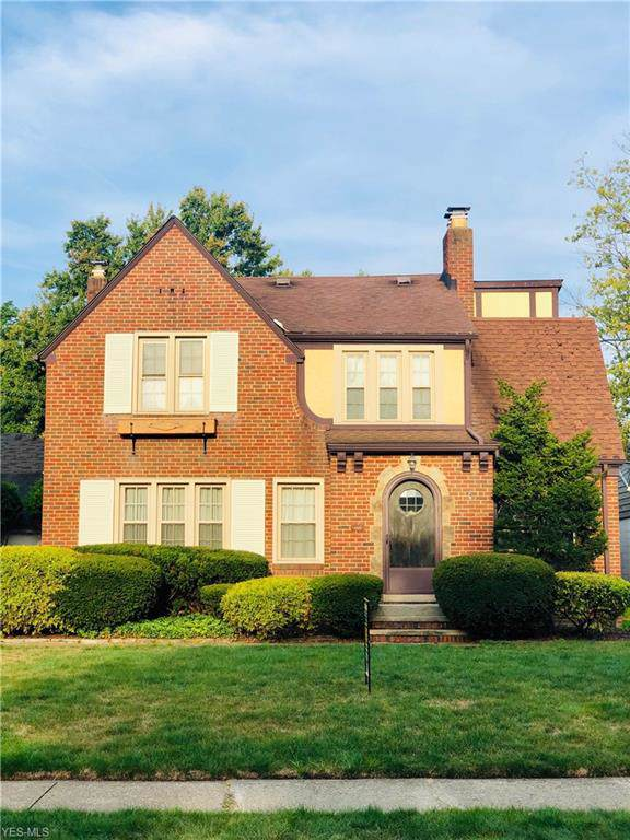 4570 W 212th Street, Fairview Park, OH 44126 (MLS #4132664) :: RE/MAX Edge Realty