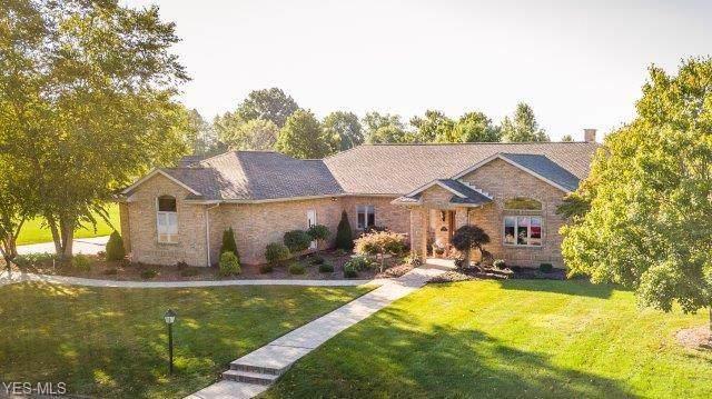 4517 Hillview Drive NW, Strasburg, OH 44680 (MLS #4137248) :: The Crockett Team, Howard Hanna