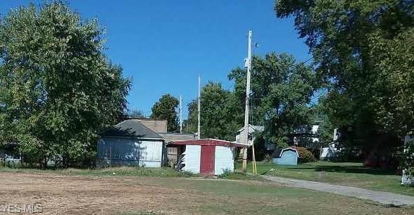 415 Wall Avenue, Cambridge, OH 43725 (MLS #4140796) :: The Crockett Team, Howard Hanna