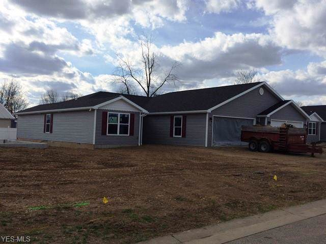 714 Oak Tree Lane, Belpre, OH 45714 (MLS #4160760) :: The Crockett Team, Howard Hanna