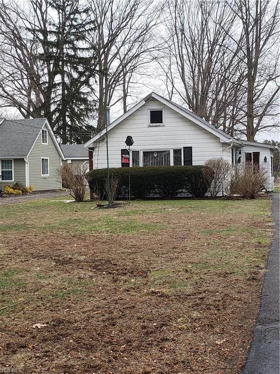 40 Grove Avenue, Painesville, OH 44077 (MLS #4168954) :: The Crockett Team, Howard Hanna
