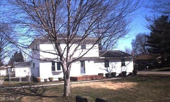 3745 Hightree, Warren, OH 44484 (MLS #4171180) :: RE/MAX Trends Realty