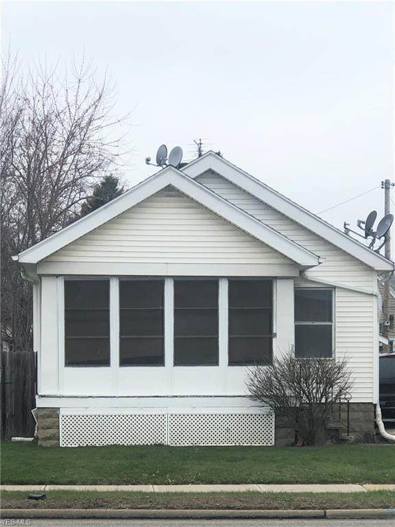 3882 W 150th Street, Cleveland, OH 44111 (MLS #4179809) :: RE/MAX Edge Realty