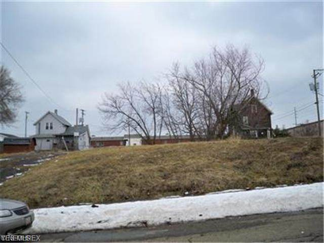 1009 3rd Street SW, Canton, OH 44702 (MLS #4184937) :: Tammy Grogan and Associates at Cutler Real Estate
