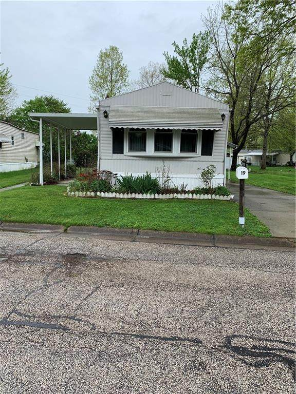 19 Greenhaven Drive, Olmsted Township, OH 44138 (MLS #4188953) :: The Crockett Team, Howard Hanna
