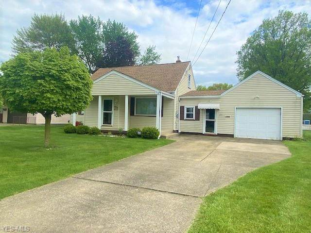 214 Smithfield Street, Struthers, OH 44471 (MLS #4190817) :: Tammy Grogan and Associates at Cutler Real Estate