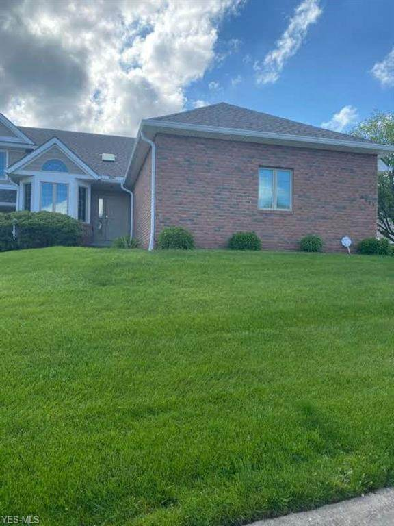 6263 Doral Drive NW, Canton, OH 44718 (MLS #4193244) :: The Holly Ritchie Team