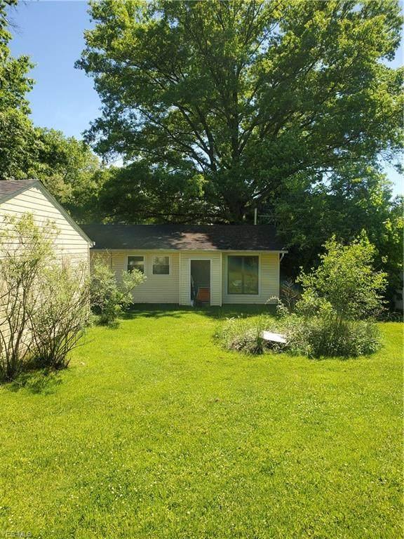12815 Cherry Lane, Chesterland, OH 44026 (MLS #4195184) :: The Holden Agency