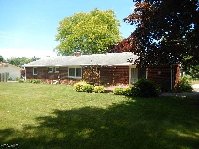 2900 Eldon Drive, Uniontown, OH 44685 (MLS #4202083) :: The Crockett Team, Howard Hanna