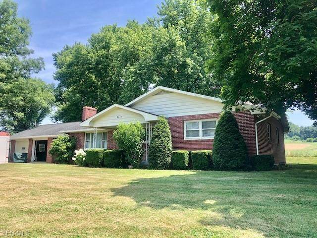 3781 Dover Zoar Road N, Dover, OH 44622 (MLS #4203029) :: The Crockett Team, Howard Hanna