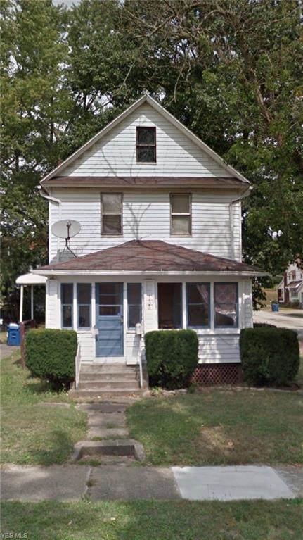 135 Oakwood Street, Barberton, OH 44203 (MLS #4209809) :: The Crockett Team, Howard Hanna