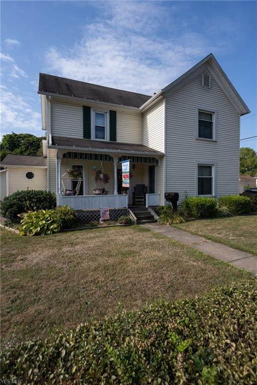 942 Maple Avenue NW, New Philadelphia, OH 44663 (MLS #4221577) :: Keller Williams Chervenic Realty