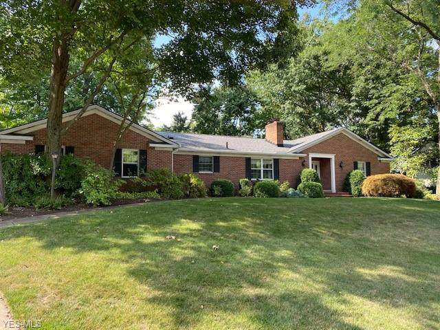 305 Crestmont Avenue SW, Hartville, OH 44632 (MLS #4222927) :: RE/MAX Trends Realty