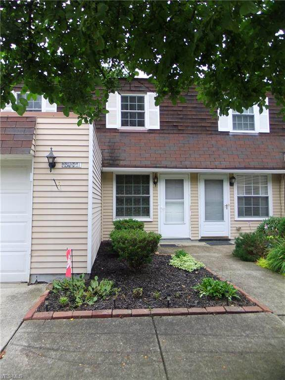 13856 Oakbrook Drive #3856, North Royalton, OH 44133 (MLS #4223453) :: The Holden Agency