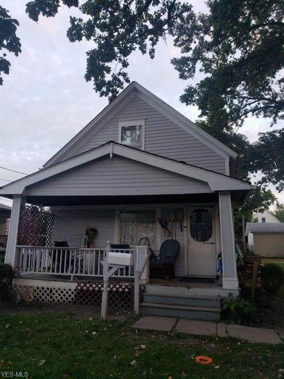 3015 Saratoga Avenue, Cleveland, OH 44109 (MLS #4224891) :: The Holden Agency