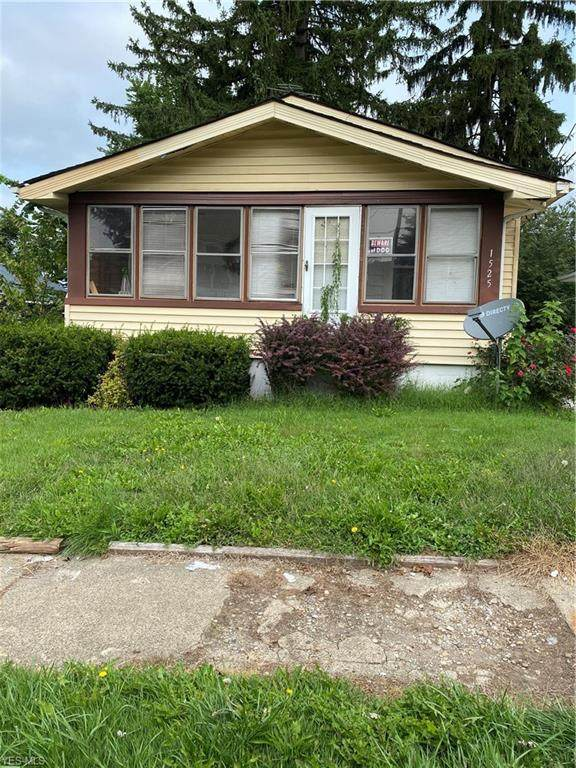 1525 25th Street NW, Canton, OH 44709 (MLS #4224911) :: Keller Williams Chervenic Realty
