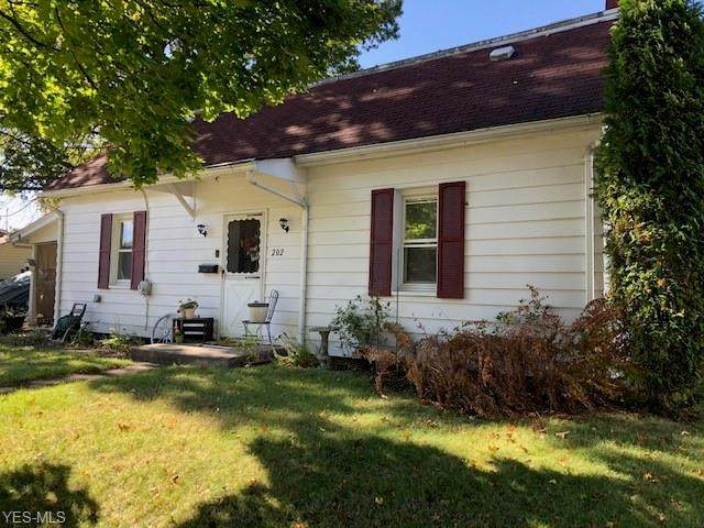 202 4th Street SW, New Philadelphia, OH 44663 (MLS #4233377) :: Krch Realty