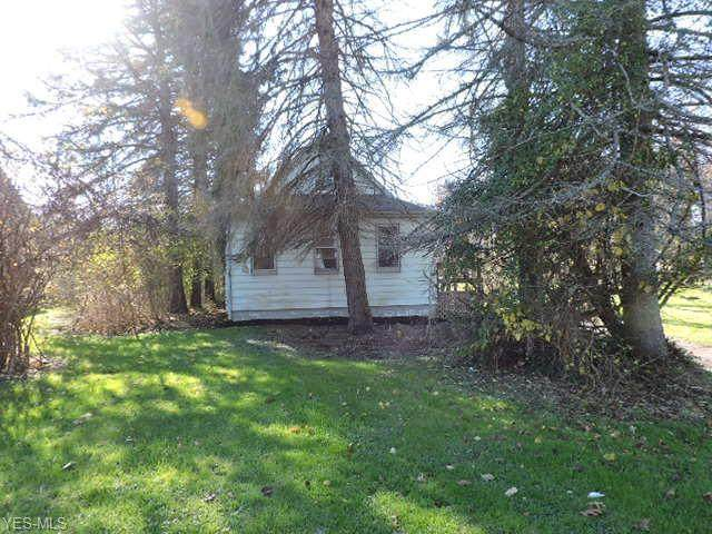 4631 Center Road, Lowellville, OH 44436 (MLS #4241564) :: The Holly Ritchie Team