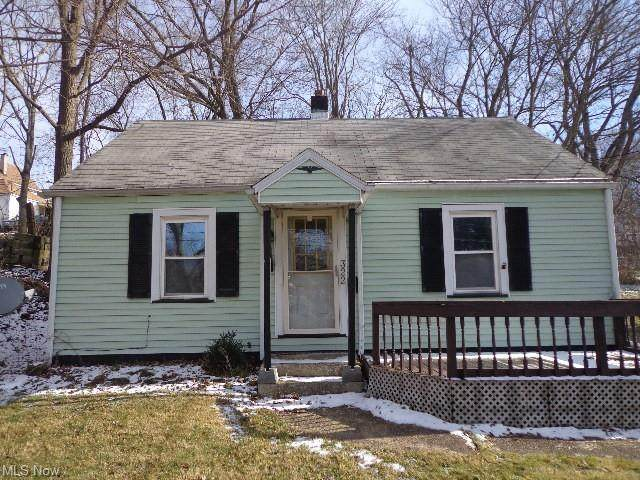 322 11th Street SE, Massillon, OH 44646 (MLS #4251308) :: The Jess Nader Team | RE/MAX Pathway