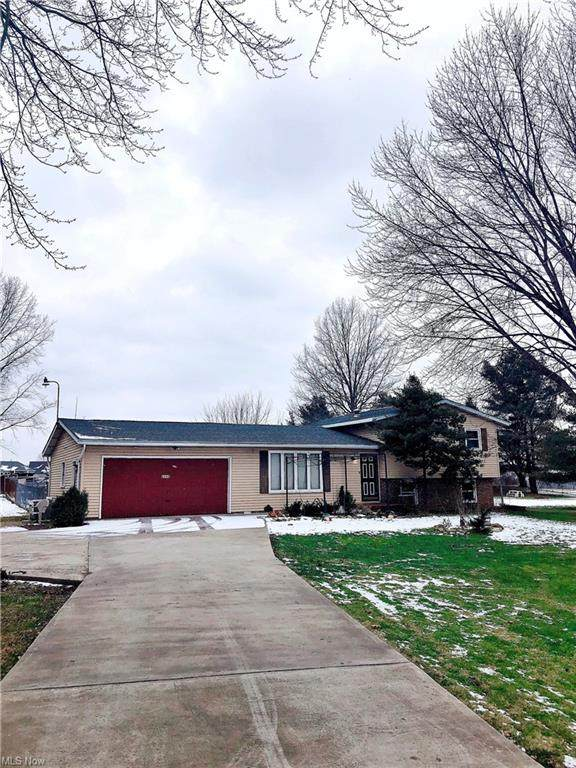 8492 Portage Street NW, Massillon, OH 44646 (MLS #4251634) :: Krch Realty