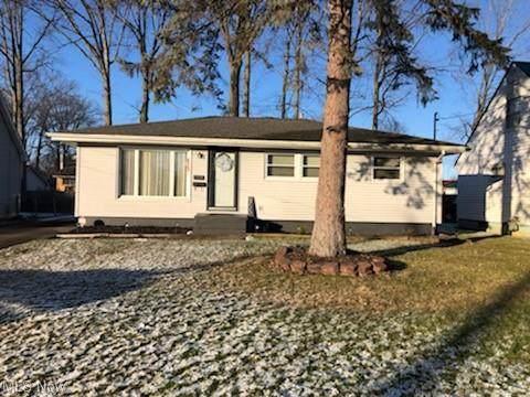 2890 Merriweather NW, Warren, OH 44485 (MLS #4253089) :: Krch Realty