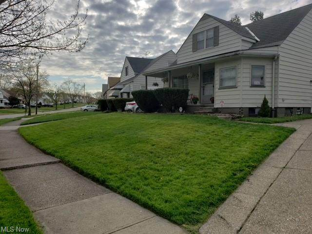 19120 Stockton Avenue, Maple Heights, OH 44137 (MLS #4255297) :: Krch Realty