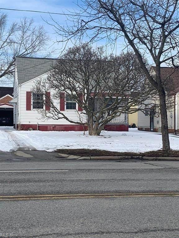 15413 Rockside Road, Maple Heights, OH 44137 (MLS #4255623) :: Keller Williams Legacy Group Realty