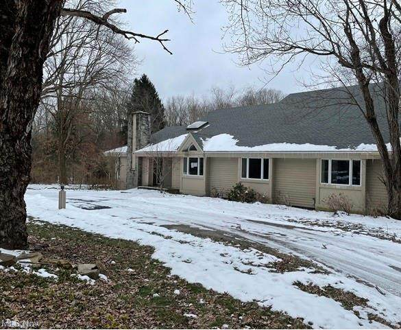 1351 Country Club Drive, Liberty, OH 44505 (MLS #4256919) :: The Holden Agency
