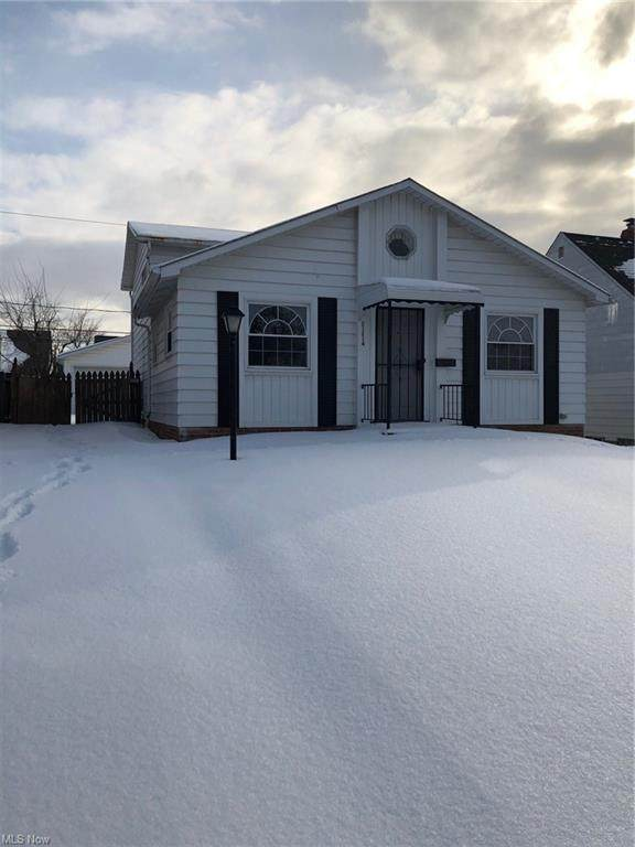 21214 Clare, Maple Heights, OH 44137 (MLS #4257877) :: The Holden Agency