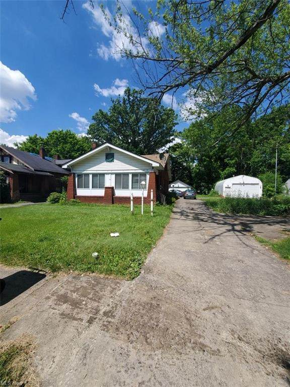 3114 Hillman Street, Youngstown, OH 44507 (MLS #4258341) :: The Kaszyca Team