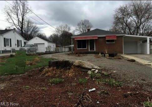 431 Lessig Avenue, Akron, OH 44312 (MLS #4262840) :: The Holden Agency