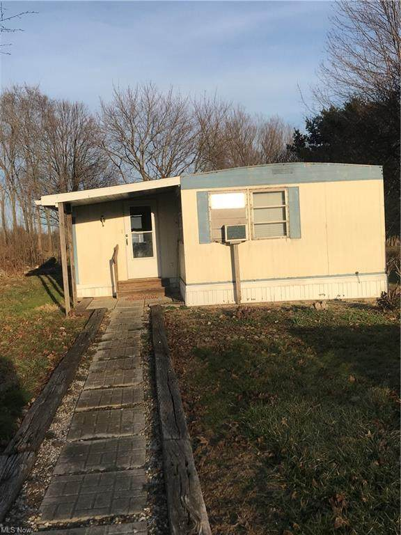 4590 Kirk Road, Columbiana, OH 44408 (MLS #4262933) :: Keller Williams Chervenic Realty