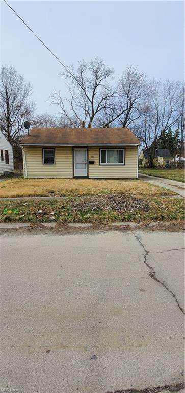 4336 E 142nd Street, Cleveland, OH 44128 (MLS #4265271) :: Keller Williams Chervenic Realty