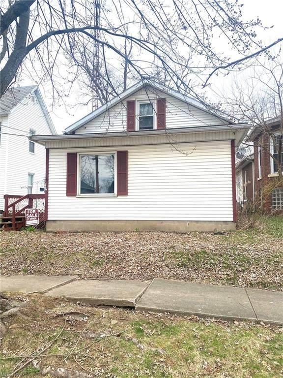 147 St. Clair Avenue SW, New Philadelphia, OH 44663 (MLS #4267361) :: The Holden Agency