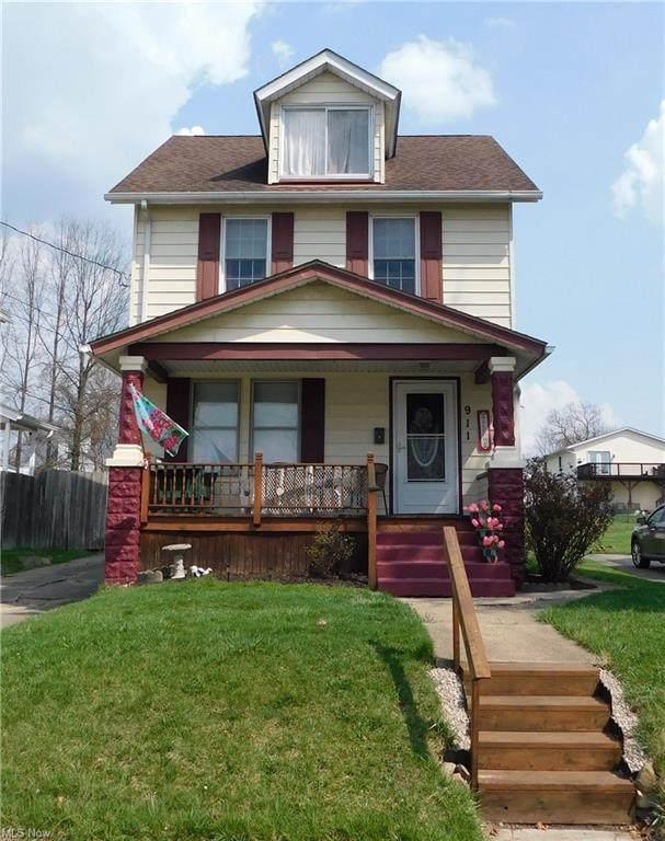 911 Washington Avenue, Girard, OH 44420 (MLS #4268588) :: Keller Williams Chervenic Realty
