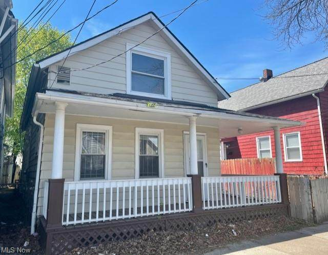 2108 W 32nd Street, Cleveland, OH 44113 (MLS #4270151) :: Keller Williams Chervenic Realty