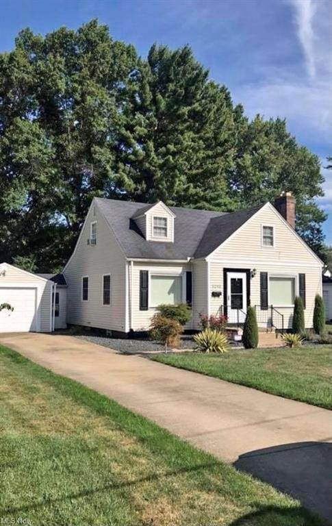 3293 Hermosa Drive, Youngstown, OH 44511 (MLS #4270201) :: The Kaszyca Team