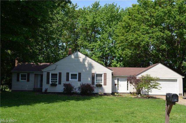 1732 Center Road, Avon, OH 44011 (MLS #4272921) :: Tammy Grogan and Associates at Keller Williams Chervenic Realty