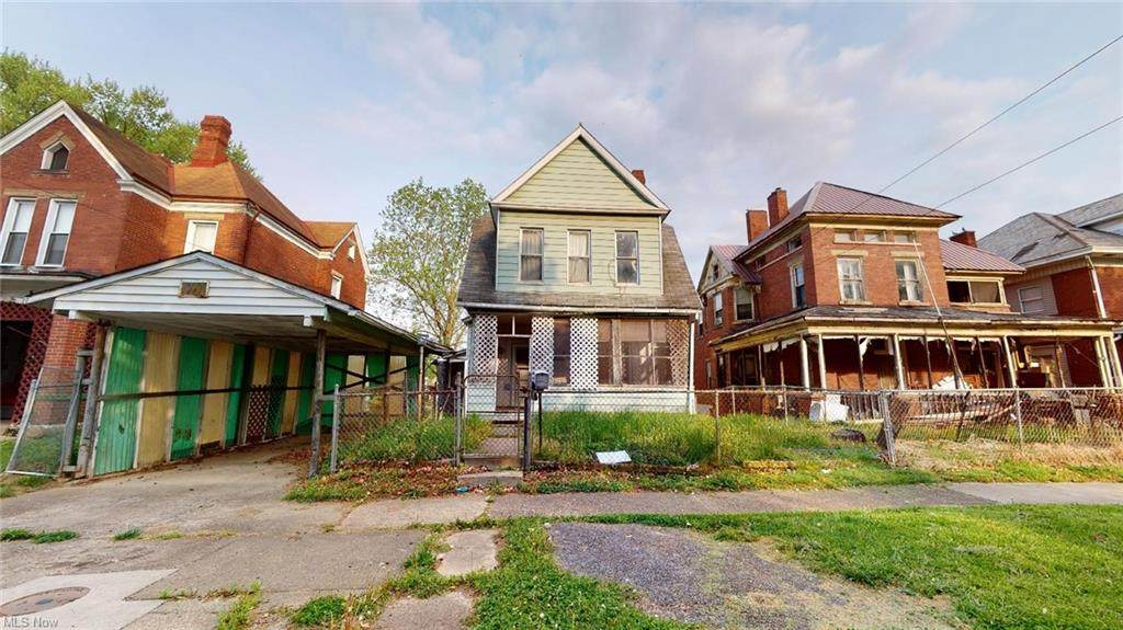 1023 Laird Ave - Photo 1