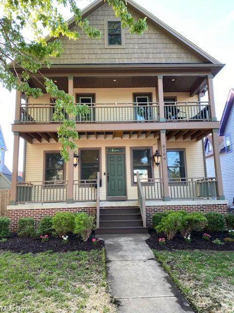 6104 W Clinton Avenue, Cleveland, OH 44102 (MLS #4277576) :: Keller Williams Chervenic Realty