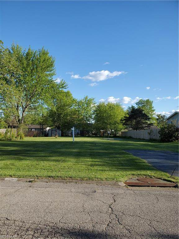 639 Aurora Drive, Youngstown, OH 44505 (MLS #4278650) :: RE/MAX Edge Realty
