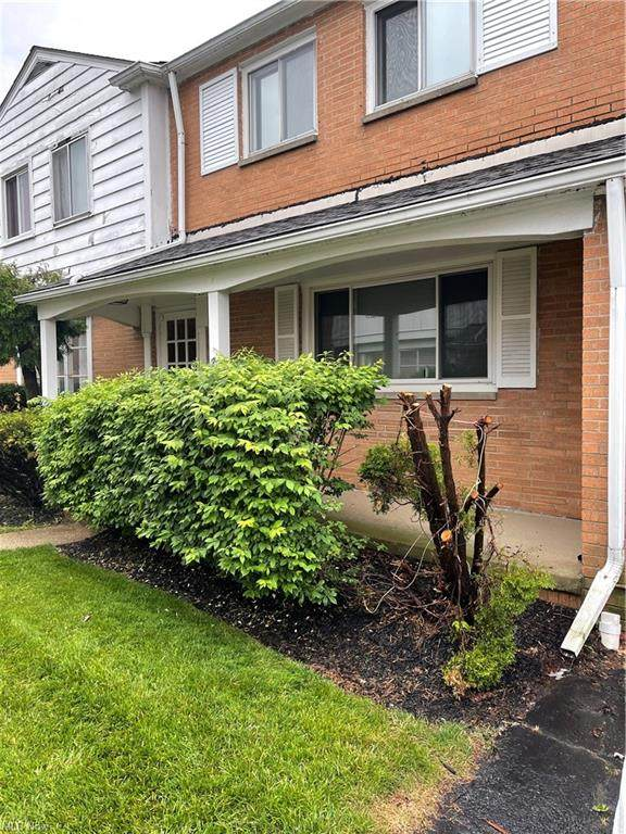 4726 Walford Road 4C, Cleveland, OH 44128 (MLS #4287163) :: Keller Williams Chervenic Realty